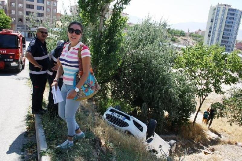 Kadın muhtar, ters dönen araçtan yara almadan kurtuldu