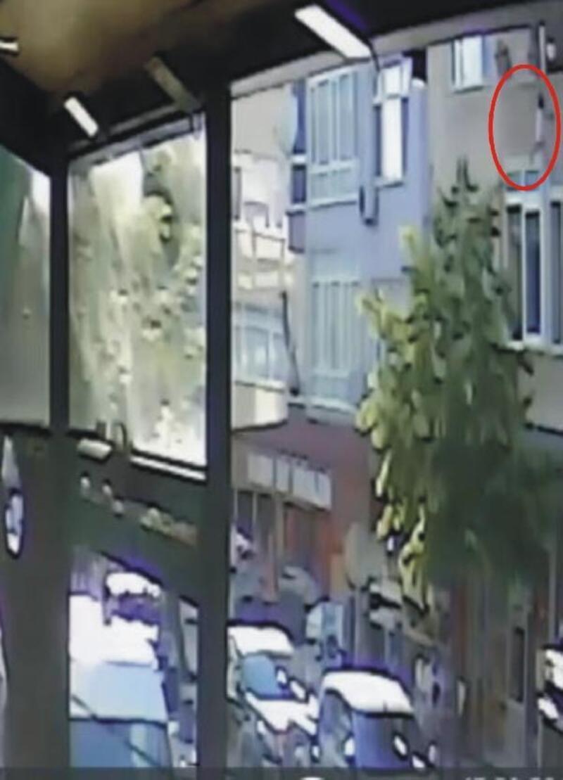 3'üncü kattan düşen minik Ecem'i tente kurtardı