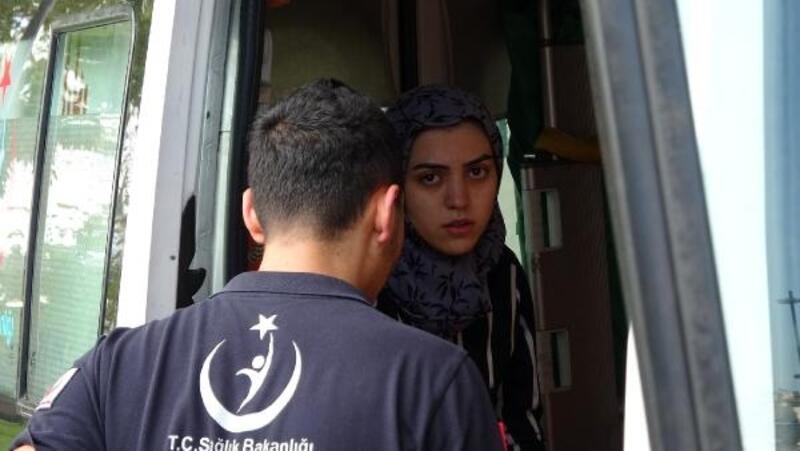 Haliç'te denize düşen kadını teknedekiler kurtardı