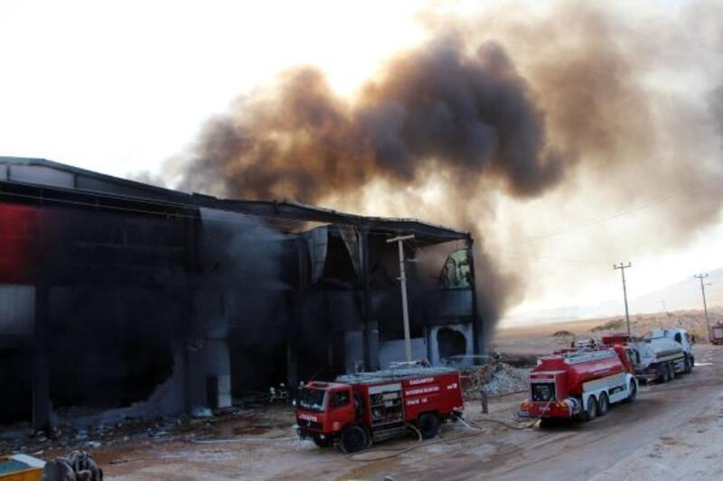Gaziantep'teki fabrika yangını 9 saatte kontrol altına alındı