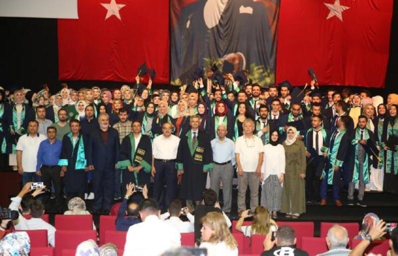 İlahiyat Fakültesi mezunlarını uğurladı
