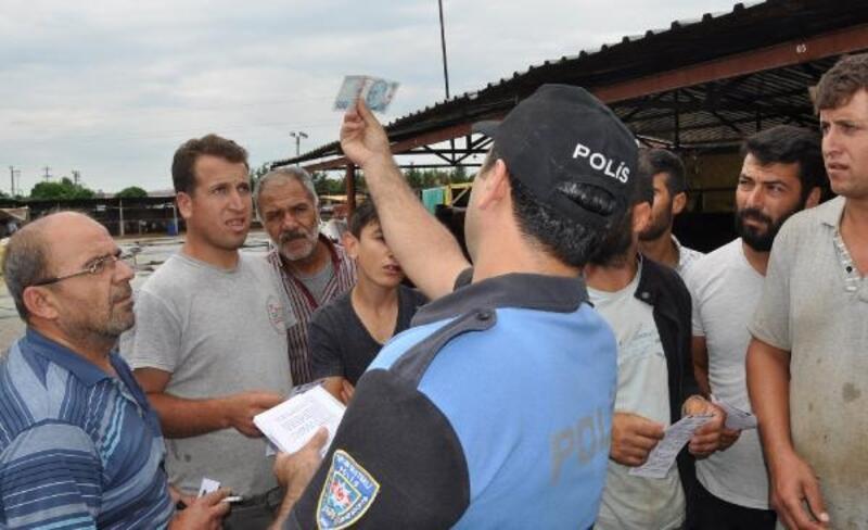 Polis, kurban satıcılarını ve müşterileri sahte para konusunda bilgilendirdi