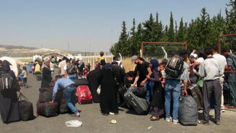 Suriyelilerin sınırda bayram yoğunluğu