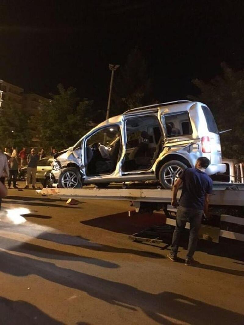 Kiralık otomobille 5 araca çaptılar: 1 ölü