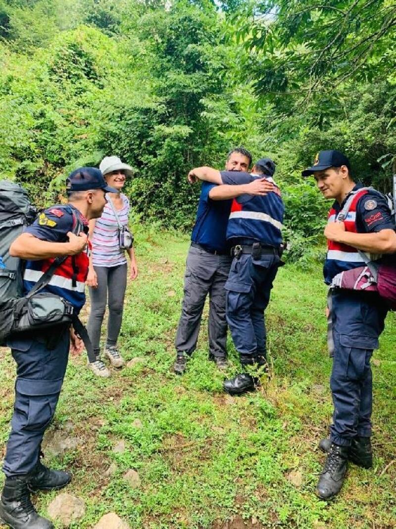 Ormanda kaybolan çift, 20 saat sonra bulundu