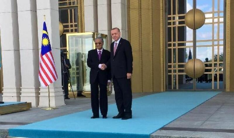 Erdoğan, Malezya Başbakanı Muhammed'i törenle karşıladı
