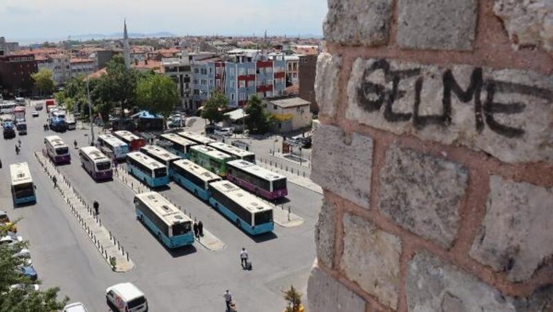 Tarihi İstanbul Surları yazı tahtasına döndü