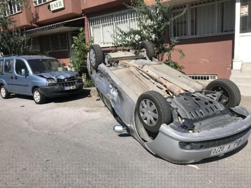 Hafif ticari aracın çarptığı otomobil takla attı: 1 yaralı