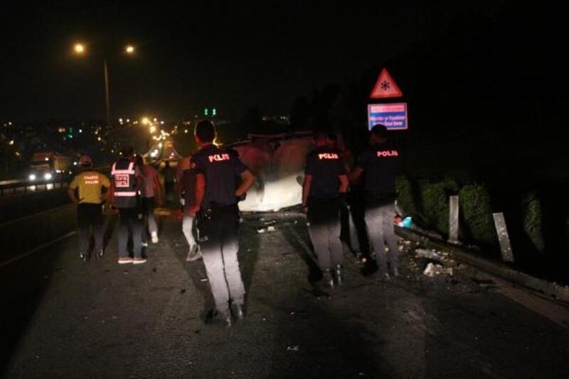Kâğıthane'de minibüs devrildi: 2'si ağır 3 yaralı