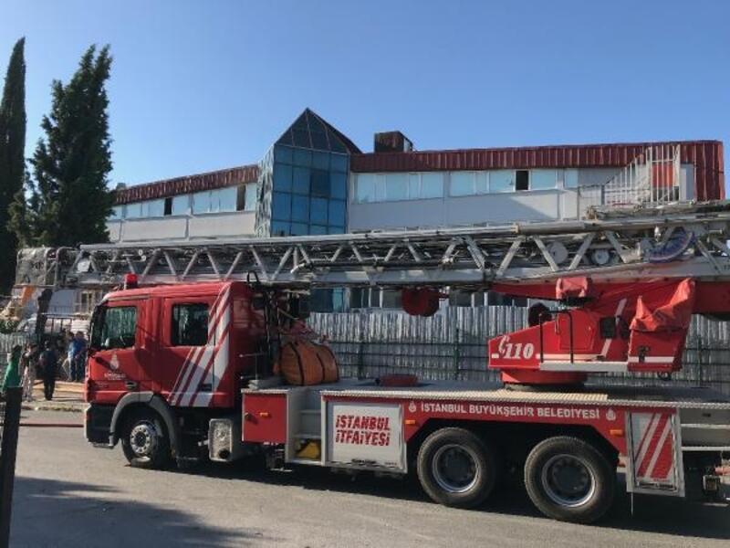 Beylikdüzü'nde fabrika yangını, çok sayıda işçi dumandan etkilendi