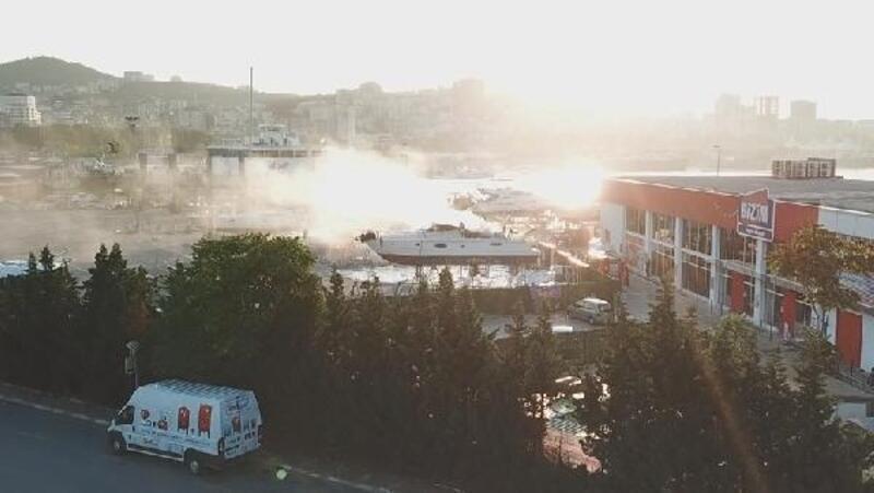 Pendik Marina'da bakıma alınan teknede yangın