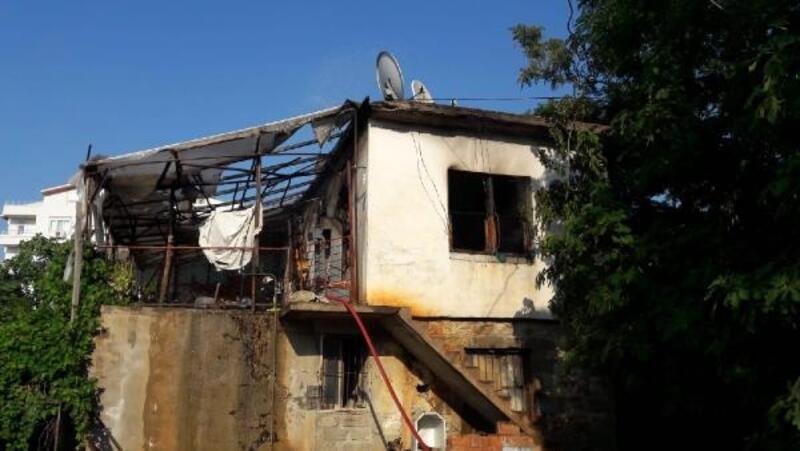 Gazipaşa'da iki ev yandı