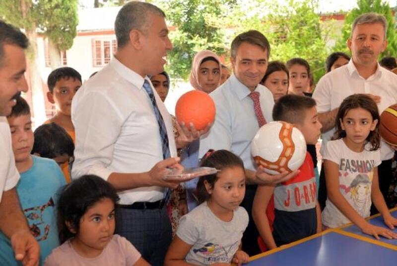 Köy okuluna spor malzemesi desteği