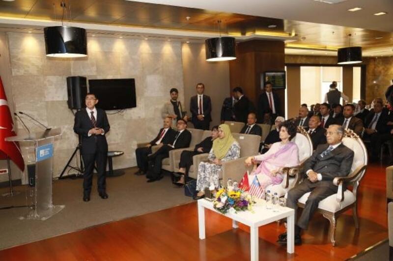 Malezya Başbakanı Sabiha Gökçen Havalimanı'nı gezdi