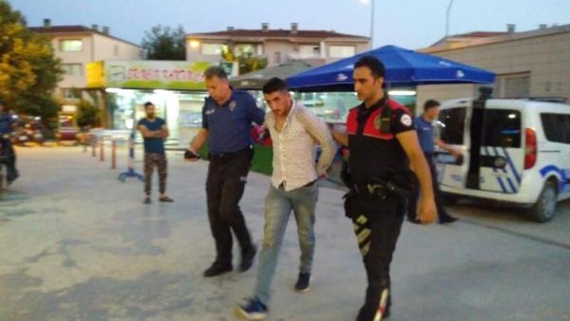 2 ayrı suçtan aranan cezaevi firarisi kalasların arasında yakalandı