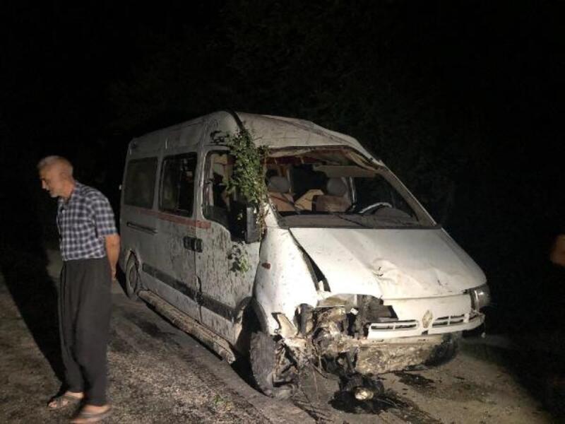 Freni boşalan minibüs şarampole yuvarlandı: 1 ölü, 5 yaralı