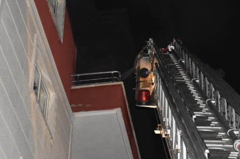 Kırıkkale'de evde çıkan yangında mahsur kalan çocuk kurtarıldı