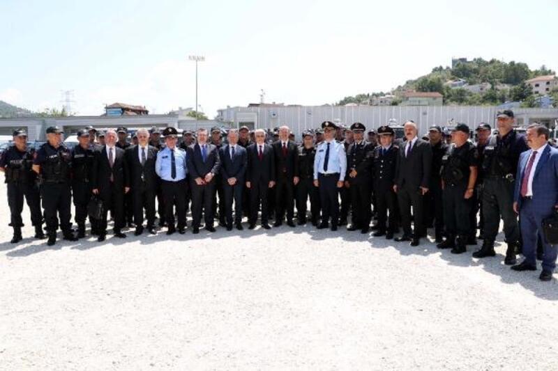 Arnavutluk çevik kuvvet polisleri Türkiye'de eğitilecek