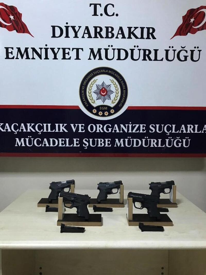 Diyarbakır'da ruhsatsız 6 tabanca ele geçirildi