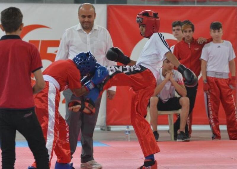 Kick-boks Erciyes Dostluk Turnuvası başladı