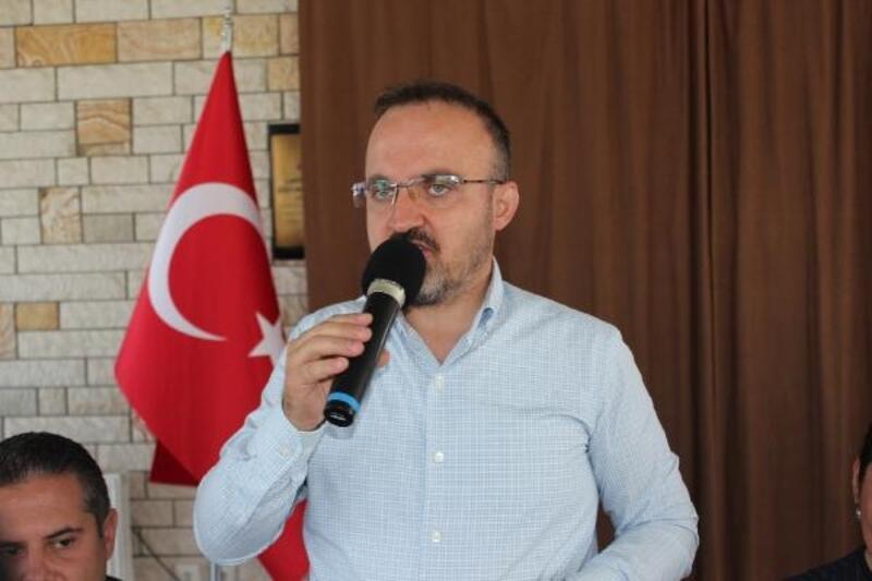 AKParti'li Turan: Kıbrıs'ta garantörlük hakkıolmayanların ne işi var