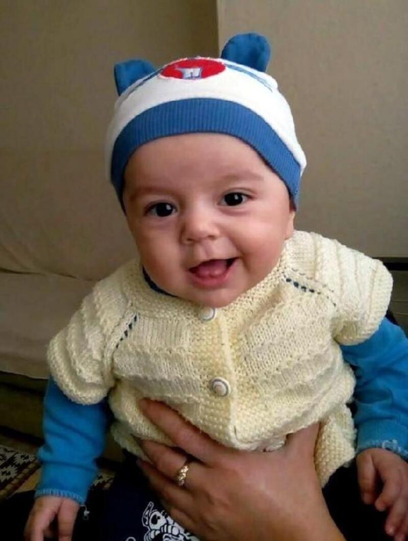 Minik Melih, sünnet kıyafetinin pelerini ile son yolculuğuna uğurlandı