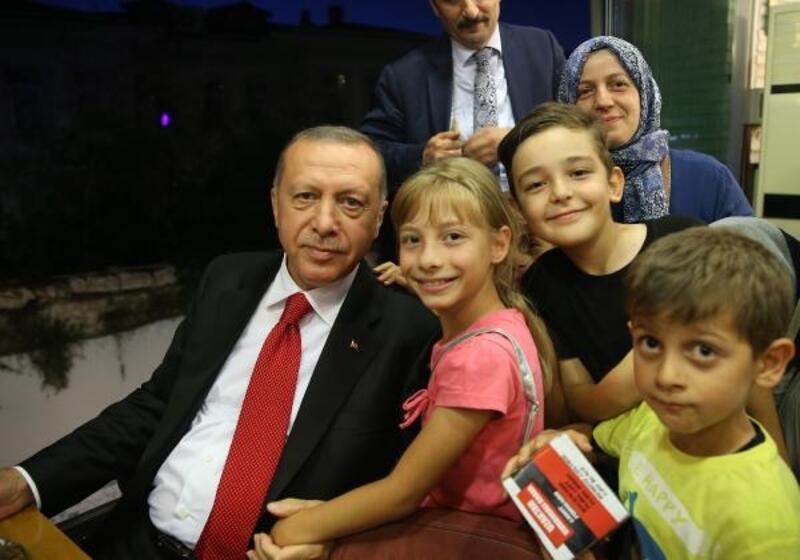 Cumhurbaşkanı Erdoğan'dan dondurmacıda hatıra fotoğrafı