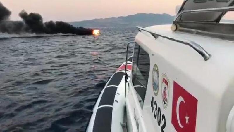 Bodrum'da tekne yandı, denize atlayan 2 kişi kurtarıldı