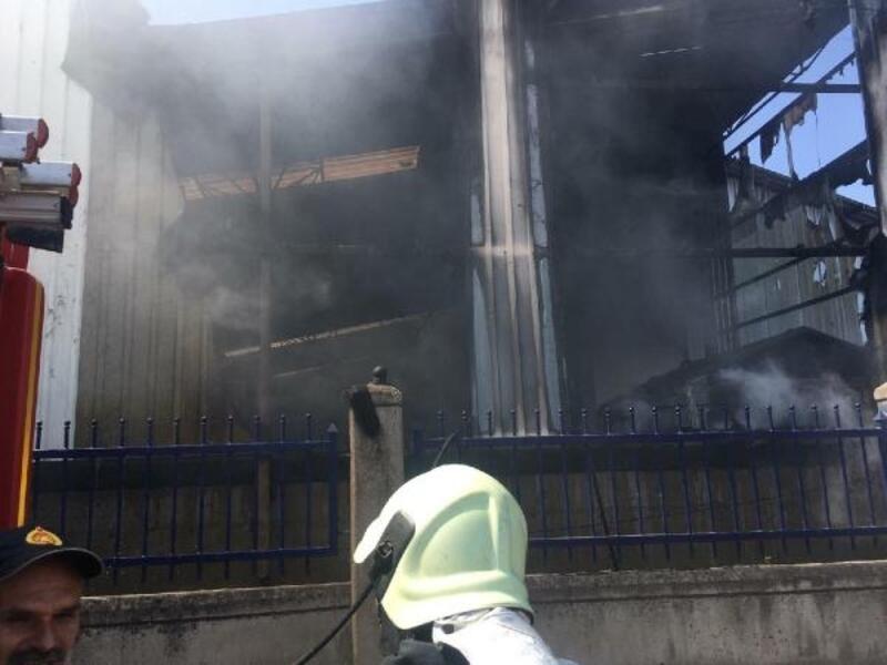 Manisa'da yedek parça fabrikasında yangın