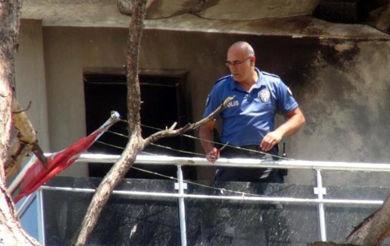 Yangında ev küle döndü, Türk bayrağı zarar görmedi