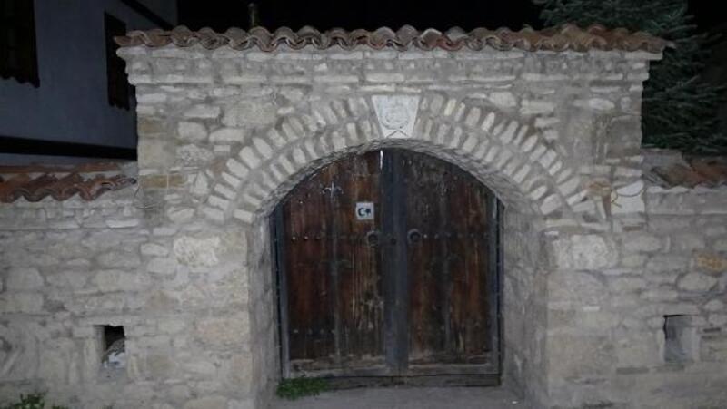 Kayıp inşaat ustası, tarihi hamamda asılı bulundu