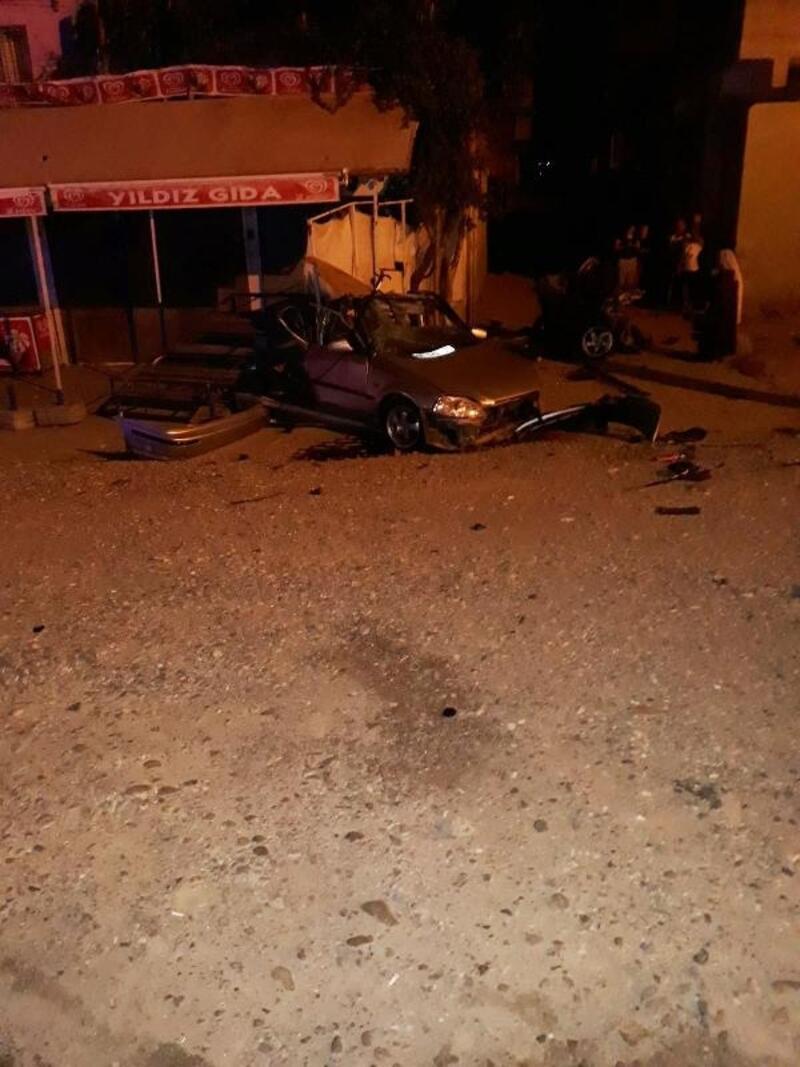 Otomobil, elektrik direğine çarptı: 3 ağır yaralı