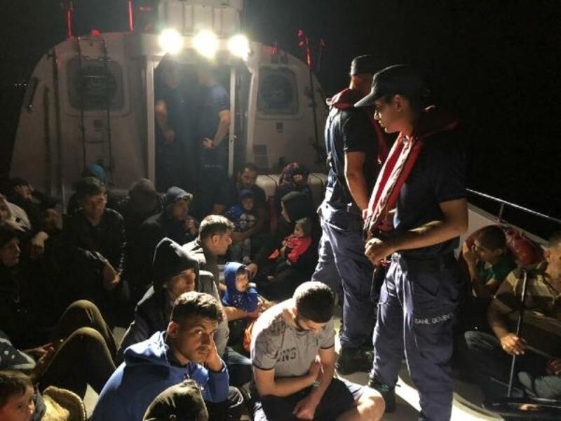 Didim'de iki lastik botta 66 kaçak göçmen yakalandı