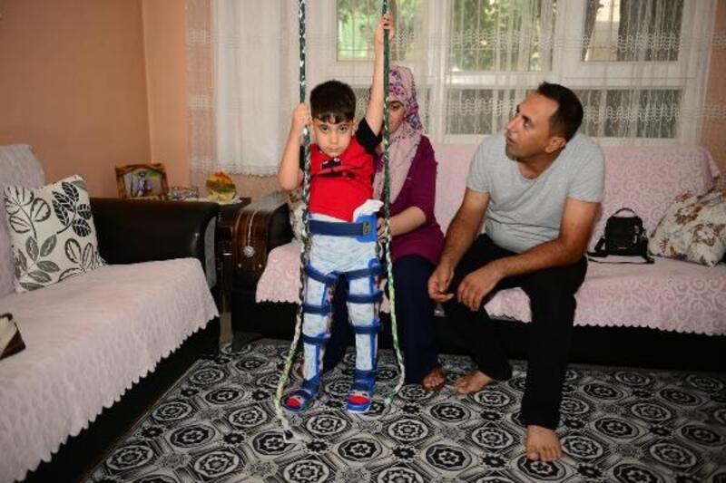 Küçük Zeydan tekerlekli sandalye bekliyor