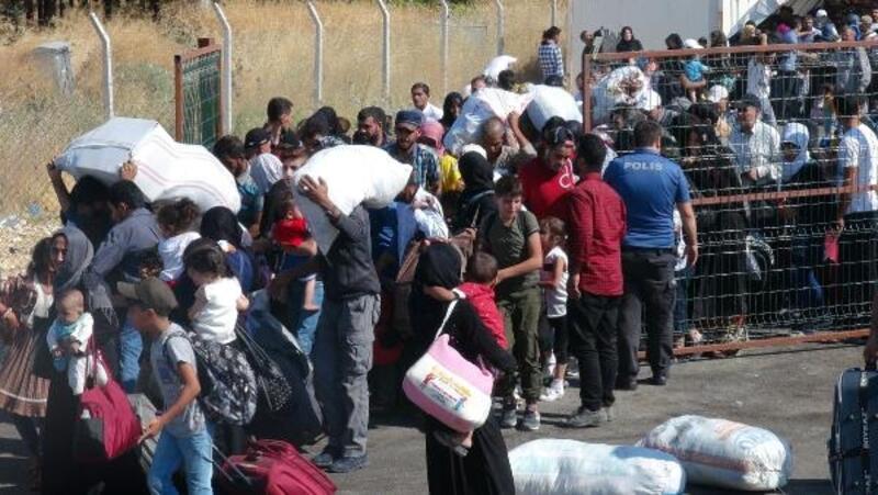 Öncüpınar'dan bayramlaşmaya giden Suriyeli sayısı 8 bin oldu
