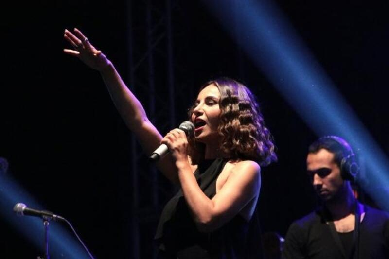 Betül Demir, Devrek'te konser verdi