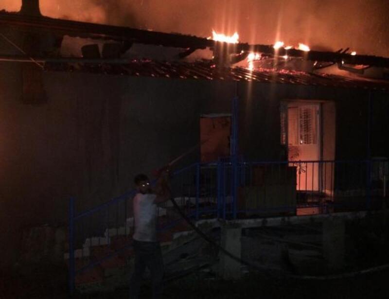Dinar'da ev yangını