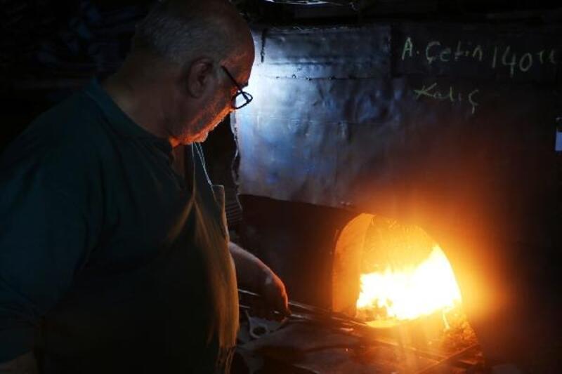 700 derece sıcaklıkta 49 yıldır demir dövüyor