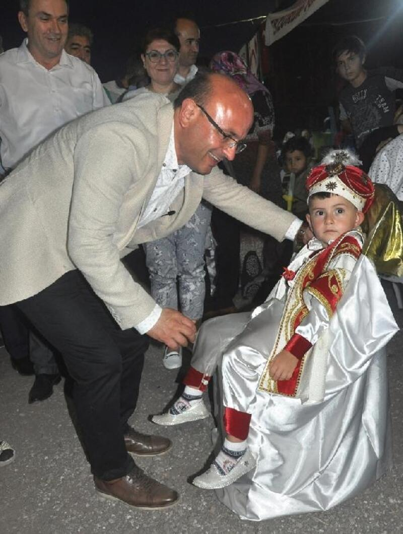 Altınova'da toplu sünnet şöleni