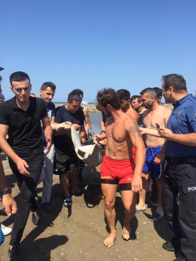 Denizde girdaba kapılan aileyi cankurtaranlar kurtardı