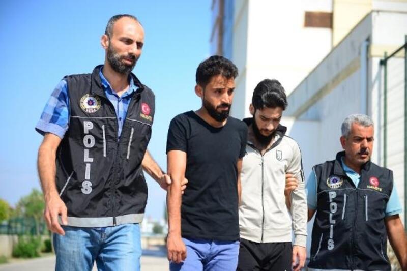 Otomobilde uyuşturucuyla yakalanan 2 Suriyeli tutuklandı