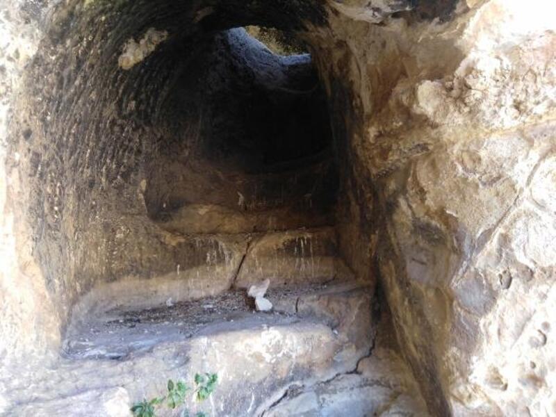 Adıyaman'da köylülerin bulduğu mağarada 3 katlı kaya yerleşimi
