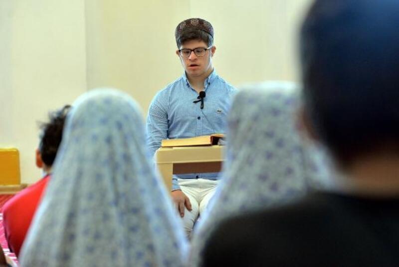 Down sendromlu Musa, Kuran kursunda İslamiyet'i anlatıyor