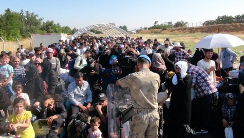Öncüpınar'dan 10 bin Suriyeli bayramlaşmaya gitti