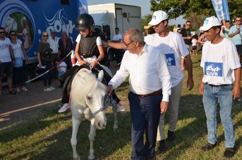 Gelibolu'da çocuklar at binme heyecanı yaşadı