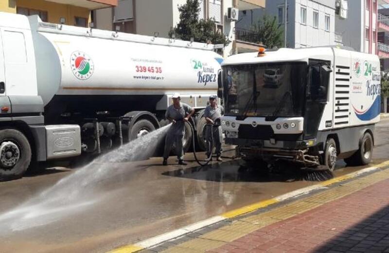 Kepez'in sokakları temizleniyor