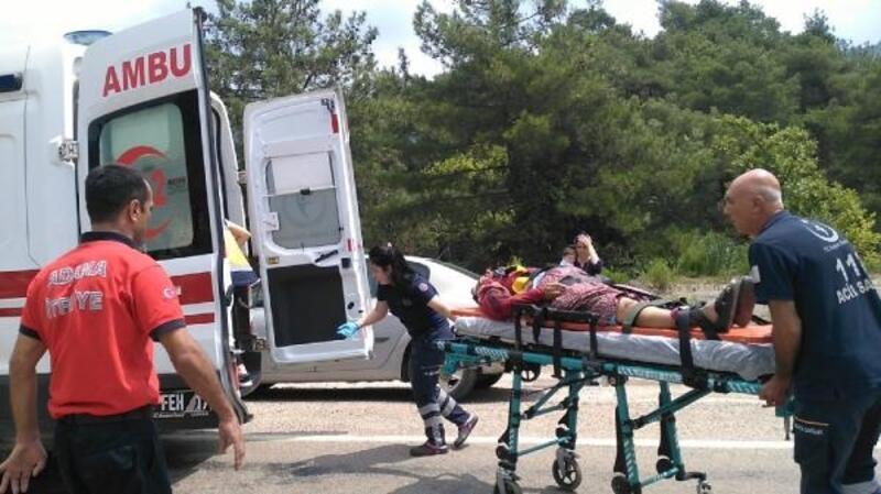 Adana iki araç çarpıştı: 2'si ağır 3 yaralı