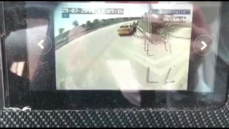 Halk otobüsünün taksiye çarptığı o anlar kamerada