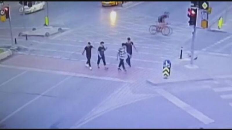 Fatih'te 7 kişiyle tartışan Özbek genç bıçaklanarak öldürüldü