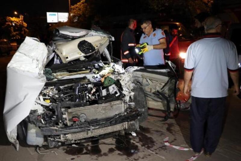 Ankara'da otomobil, sebze yüklü kamyonete çarptı: 1 ağır yaralı